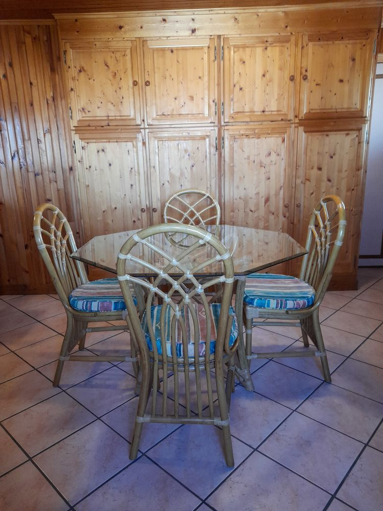 TABLE ROTIN VERRE 8 PANS + 4 CHAISES 250 Mitry-Mory (77)