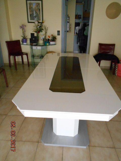 Achetez table de salle a quasi neuf annonce vente saint for Table salle a manger 8 personnes