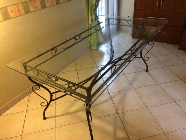 Table salle à manger en verre trempé et pieds fer forgé noir 60 Pontault-Combault (77)