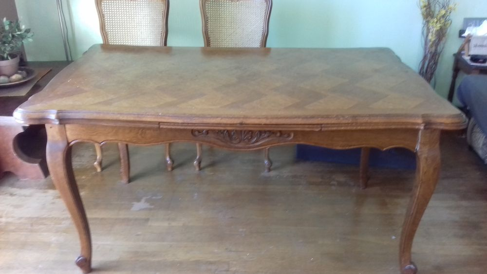 Table salle à manger chêne 89 sur 148 cm plus 2 rallonges Meubles