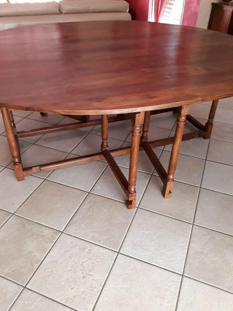 Table de salle à manger en bois massif 350 Les Sorinières (44)