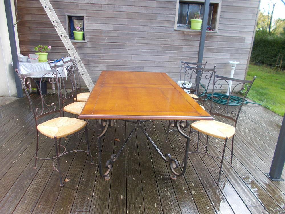 TABLE SALLE A MANGER ET CHAISES 700 Landunvez (29)