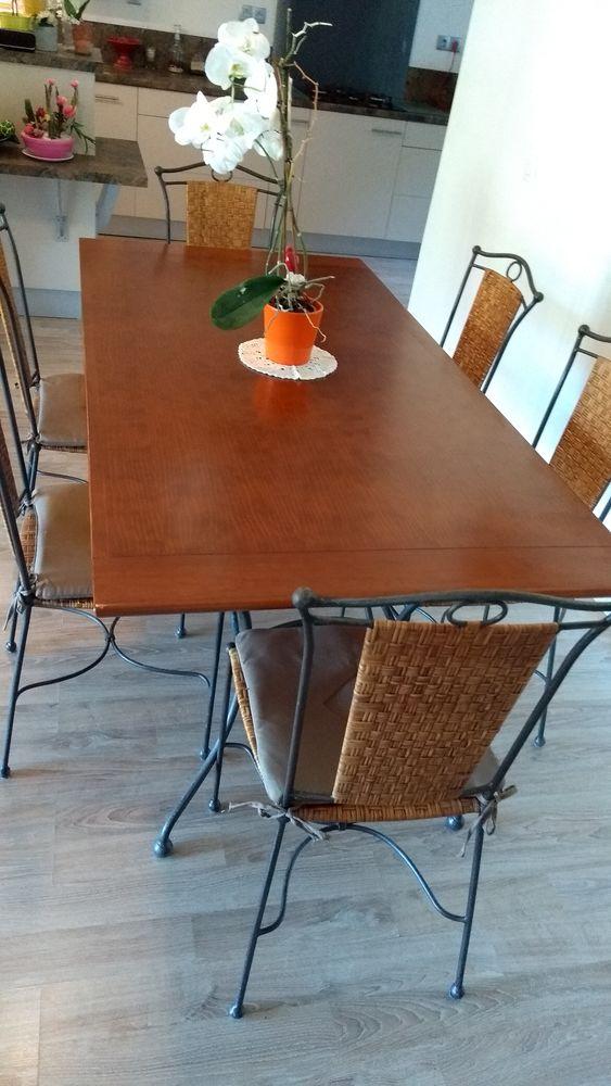 Table de salle à manger et 6 chaises 300 Mandelieu-la-Napoule (06)