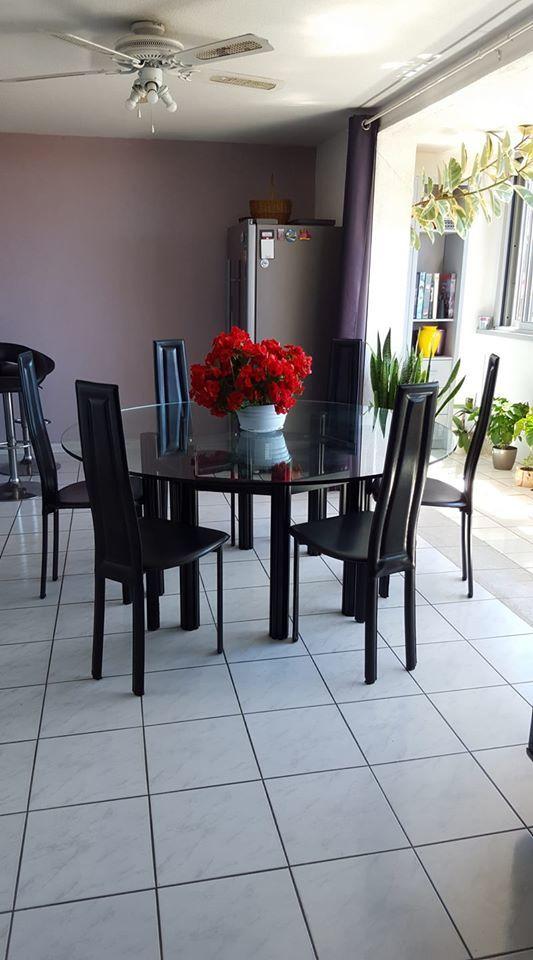 table de salle à manger en verre + 6 chaises 450 St Aygulf (83)