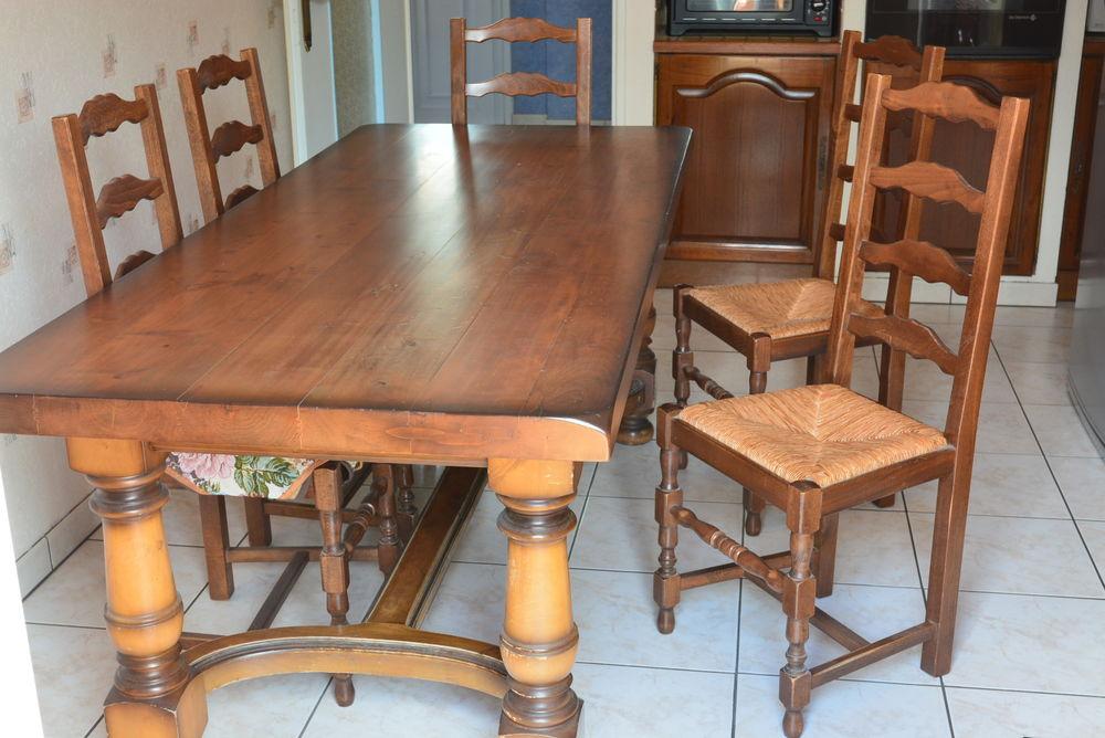 une table de salle a manger et 6 chaises 0 Plérin (22)