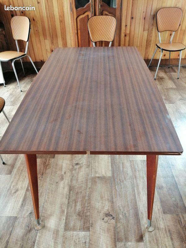 Table de salle à manger en bois laqué marron  18 Chauny (02)