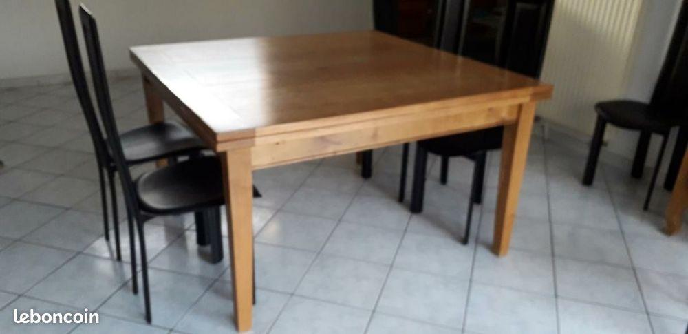 Table de salle à manger carrée 500 Haussy (59)