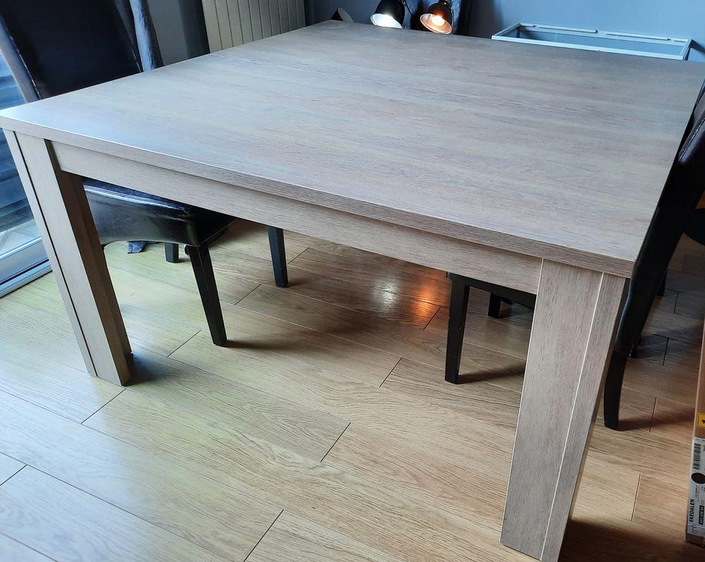 table de salle à manger carrée 140x140cm 65 Villepreux (78)