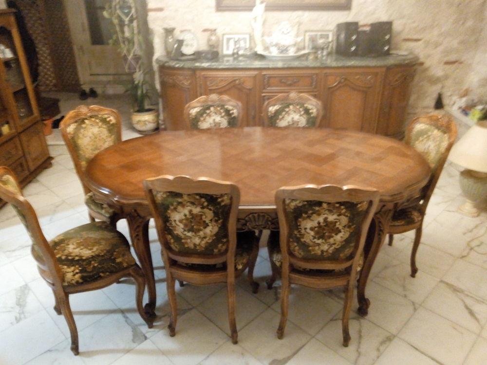 une table de salle à manger. 0 Agen (47)