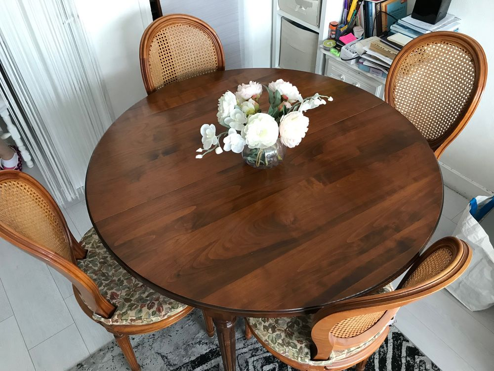 Table de salle à manger style Louis XVI avec ses 4 chaises 550 Bezons (95)