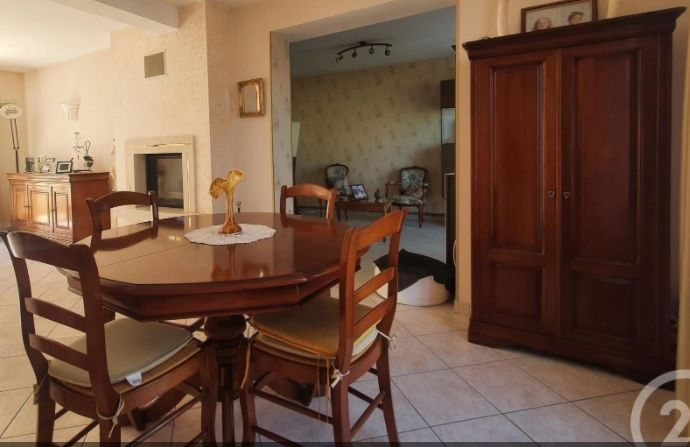 TABLE SALLE A MANGER + BUFFET + ARMOIRE BAR 700 Thomery (77)