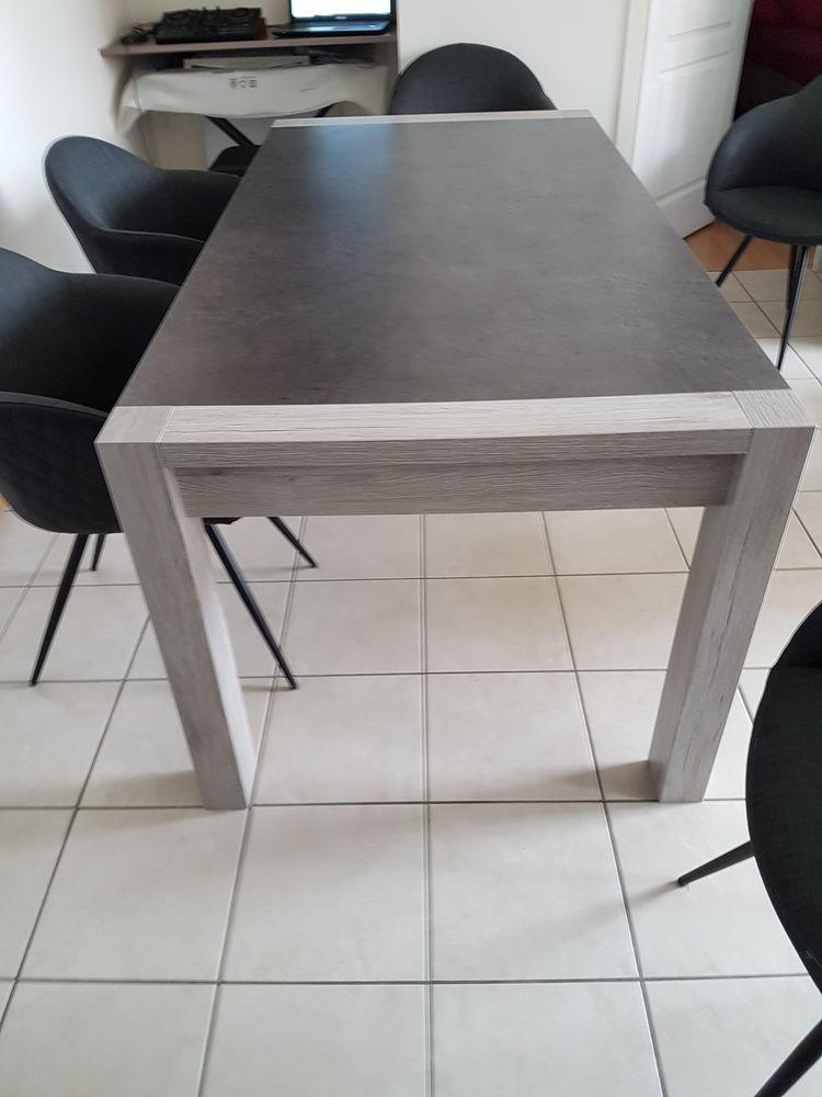 Table de salle à manger  260 Sevran (93)