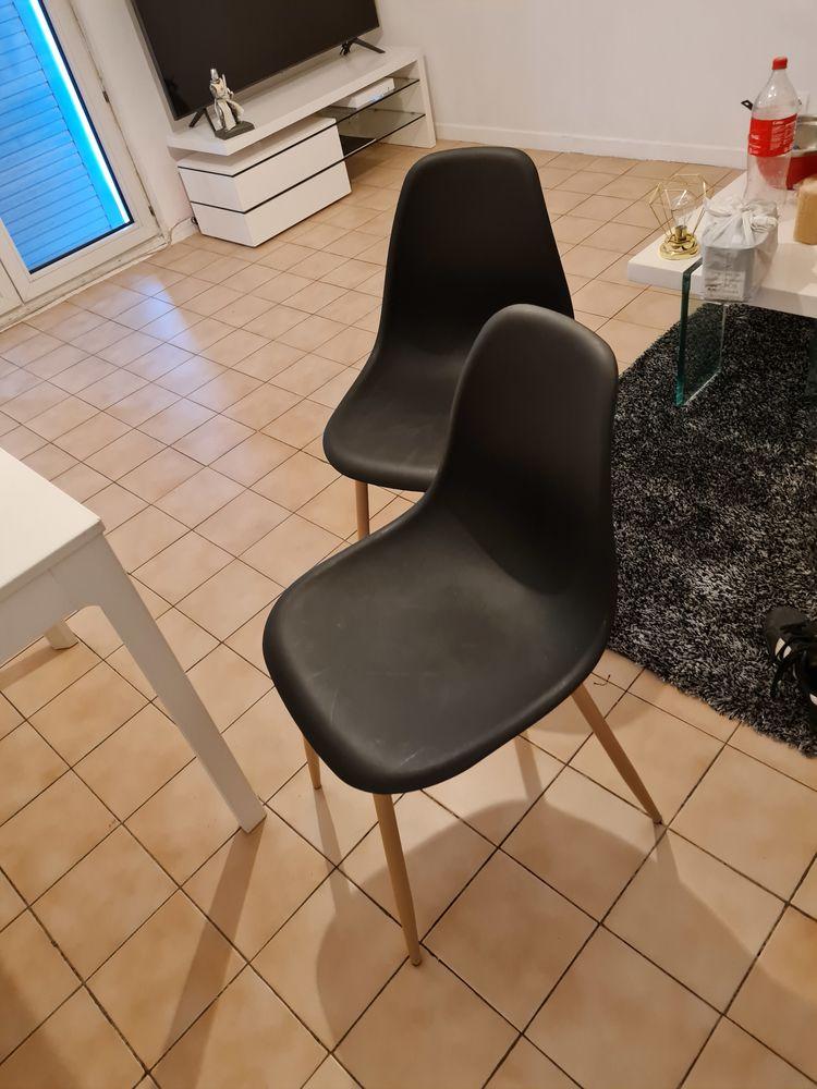 Table de salon blanche + 4 chaises noir  70 Fréjus (83)