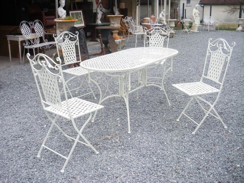 Table, salon de jardin en fer 220 Château-l'Évêque (24)