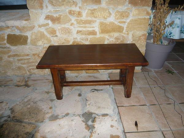 Table salon 15 Saint-Marcel-de-Careiret (30)