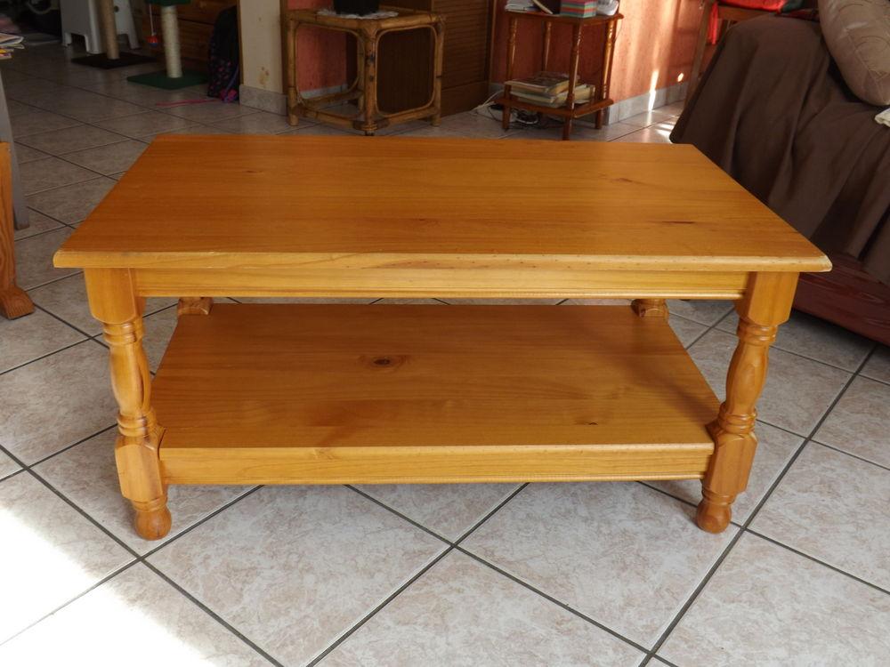 TABLE DE SALON EN PIN 15 Salins (77)
