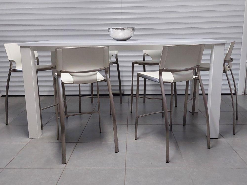 table snack design marque 4 PIEDS avec six chaises 400 Le Teich (33)