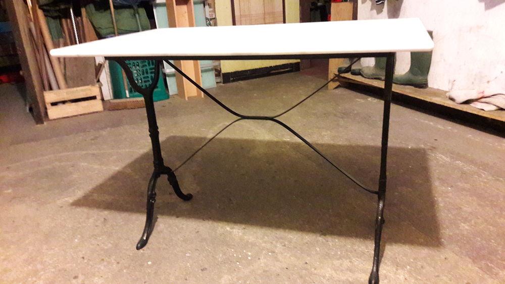 Achetez table style bistro quasi neuf annonce vente la - Table bistrot dessus marbre ...