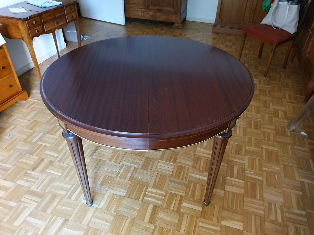 Table style Louis XVI en acajou. 270 Tournon (73)