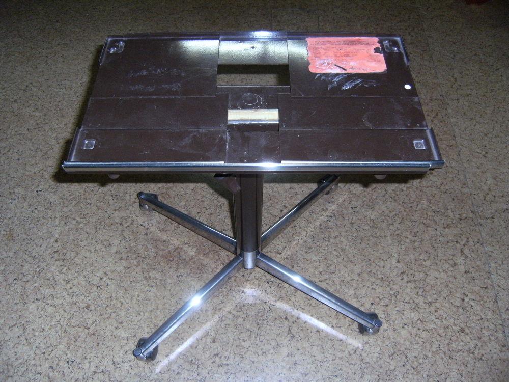 TABLE TELEVISION PIED CENTRALE A ROULETTE 20 Duingt (74)
