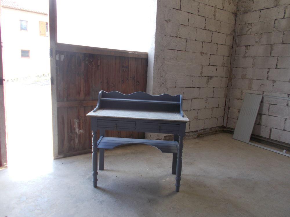 Table de toilette  d'autrefois  et  jouck  de décoration 130 Pavie (32)