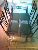 table en verre + les 4 chaises Meubles