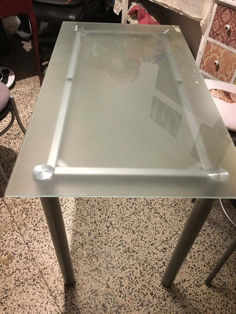 table en verre 60 x 120 + 4 chaises métal avec coussin 120 Cannes La Bocca (06)