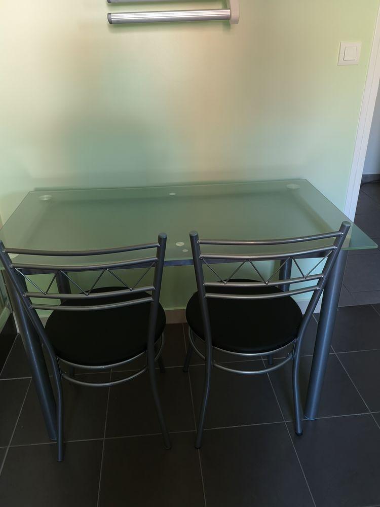 table en verre et ses 2 chaises 40 Pignans (83)