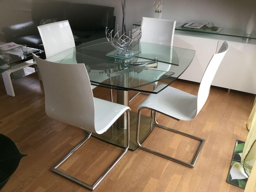Table en verre et ses 6 chaises 1550 Wissous (91)