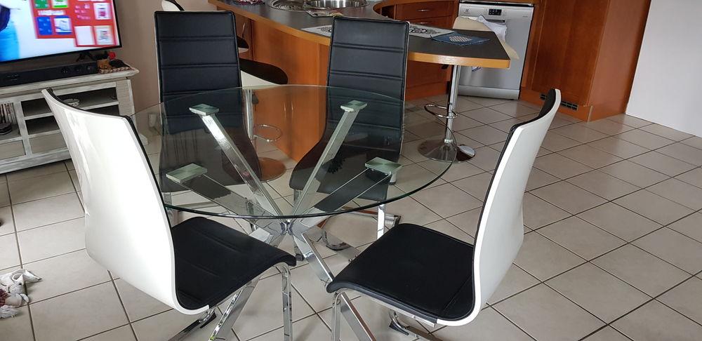 TABLE EN VERRE 140 CM 4 CHAISES 210 Plougonvelin (29)