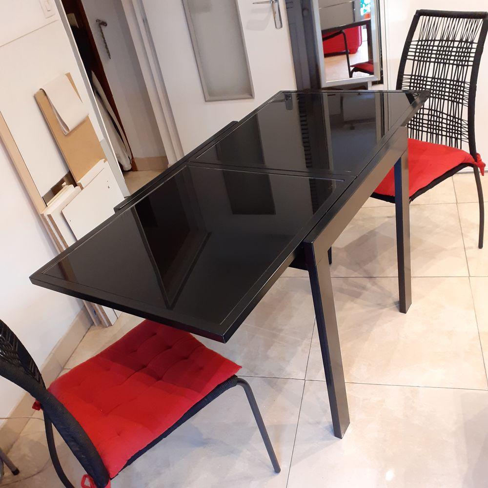 table verre et laque 2 chaises 60 St Aygulf (83)
