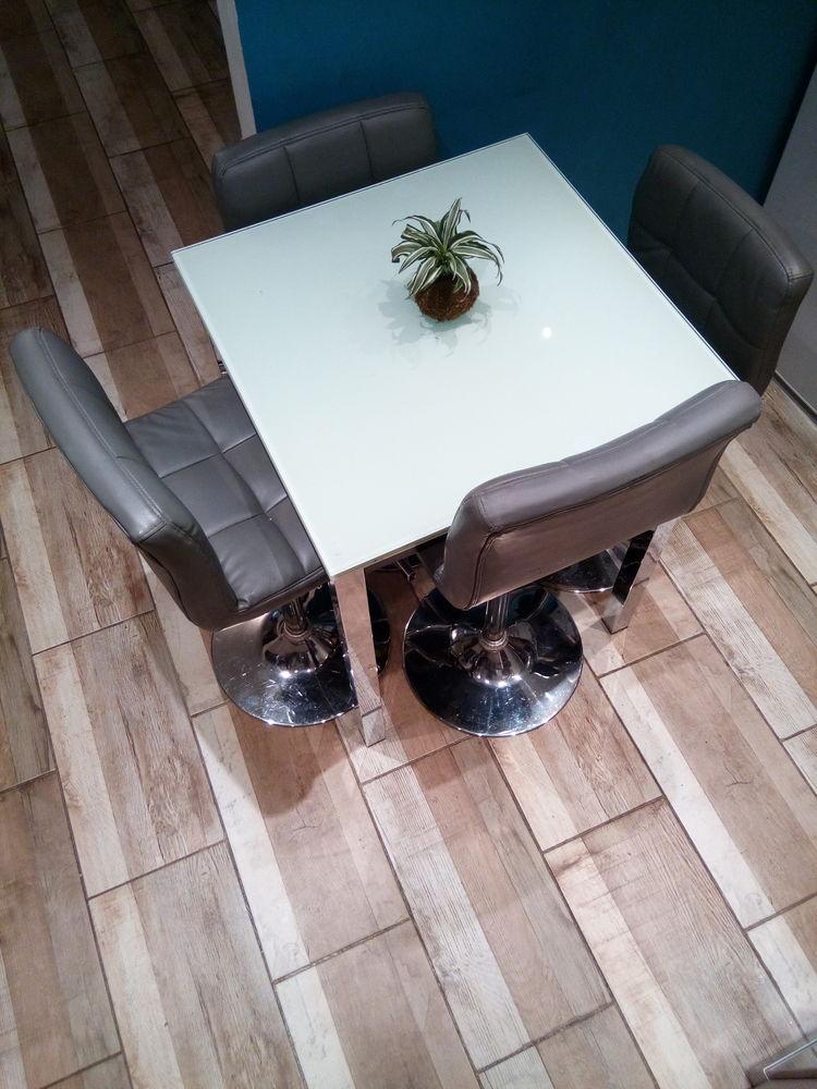 Table en verre opaque avec 2 rallonges et 6 chaises 250 Gagnières (30)