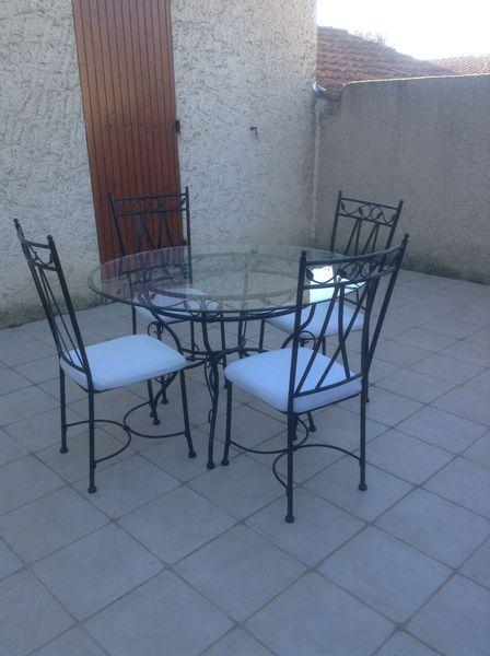Table en verre ronde et ses 4 chaises 250 Pertuis (84)