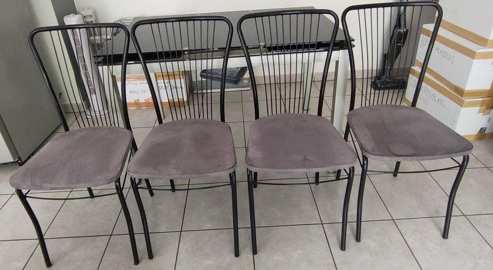 table en verre trempé noir avec 4 chaises 150 Montagny (69)