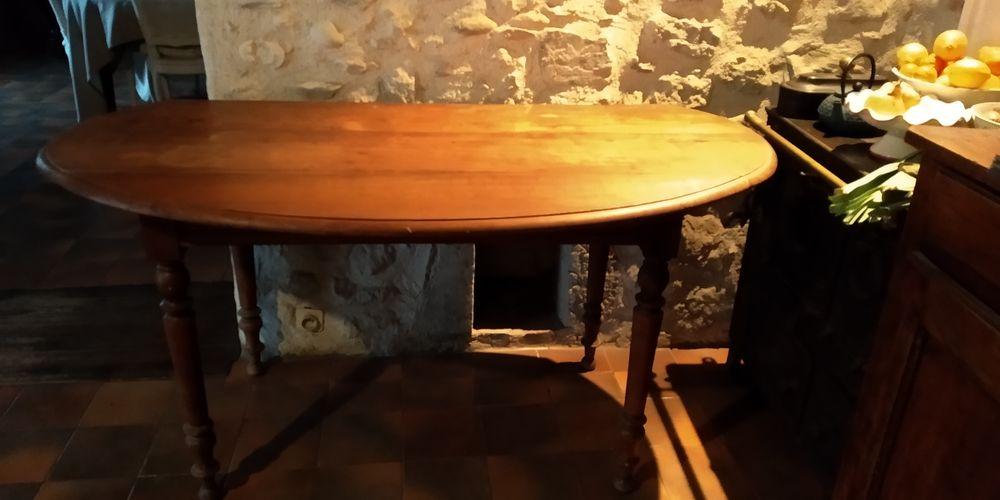 Table vintage en bois avec côtés repliables 50 Barraux (38)