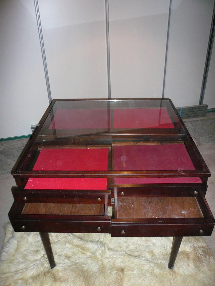 Table vitrée type présentoir acajou 360 Avignon (84)