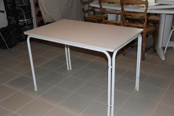 Table 10 Neuville-Saint-Amand (02)