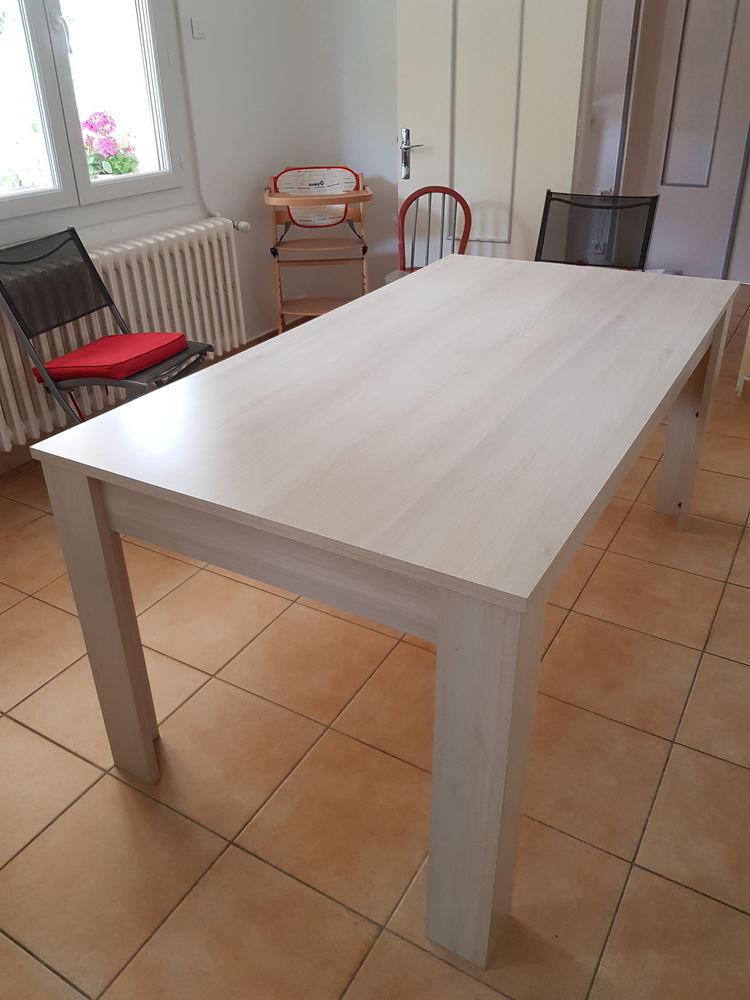 Table 100 Suze-la-Rousse (26)