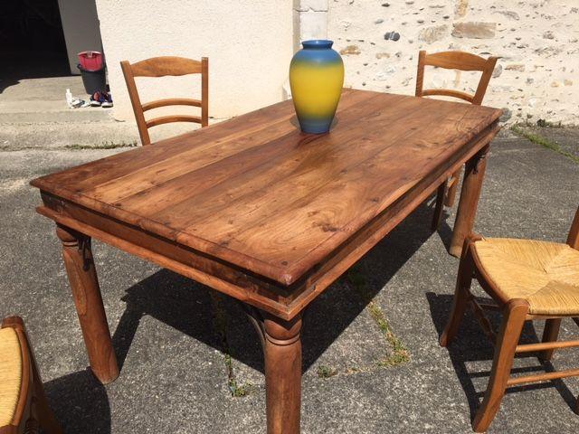 TABLE   160 Bourdettes (64)