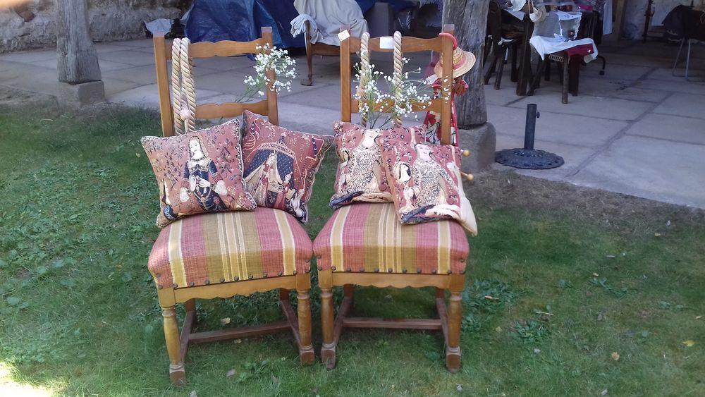 *tables et assises / 2 grandes chaises vintage **etc 35 Nervieux (42)