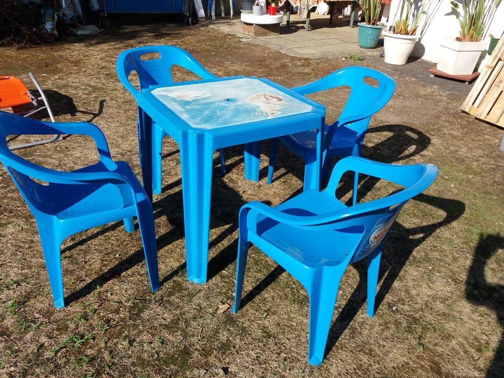 Achetez tables et chaises occasion annonce vente saint for Table exterieur d occasion