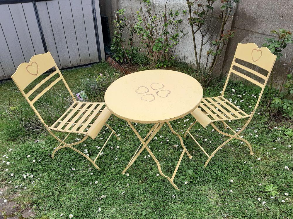 Tables et chaises de jardin,pliables, métal. 260 Bagneux (92)