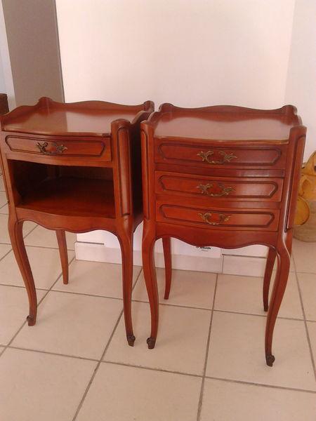 achetez 2 tables de chevet occasion annonce vente tarbes 65 wb153840179. Black Bedroom Furniture Sets. Home Design Ideas