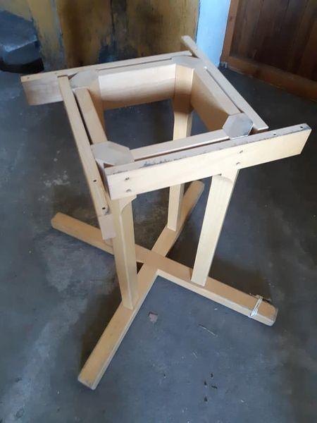 4 tables rondes bois massif avec pied très solide 50 Château-Thébaud (44)