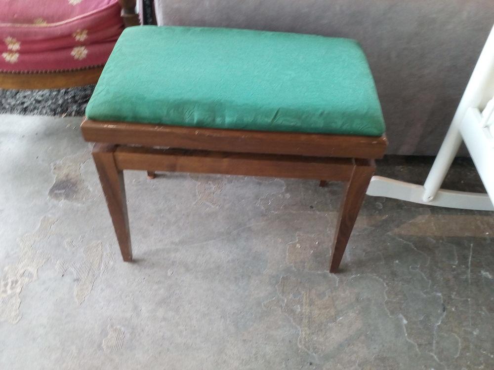 tabourets de piano occasion annonces achat et vente de tabourets de piano paruvendu mondebarras. Black Bedroom Furniture Sets. Home Design Ideas
