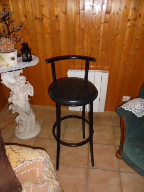 4 tabourets de bar noirs  40 Gruchet-le-Valasse (76)
