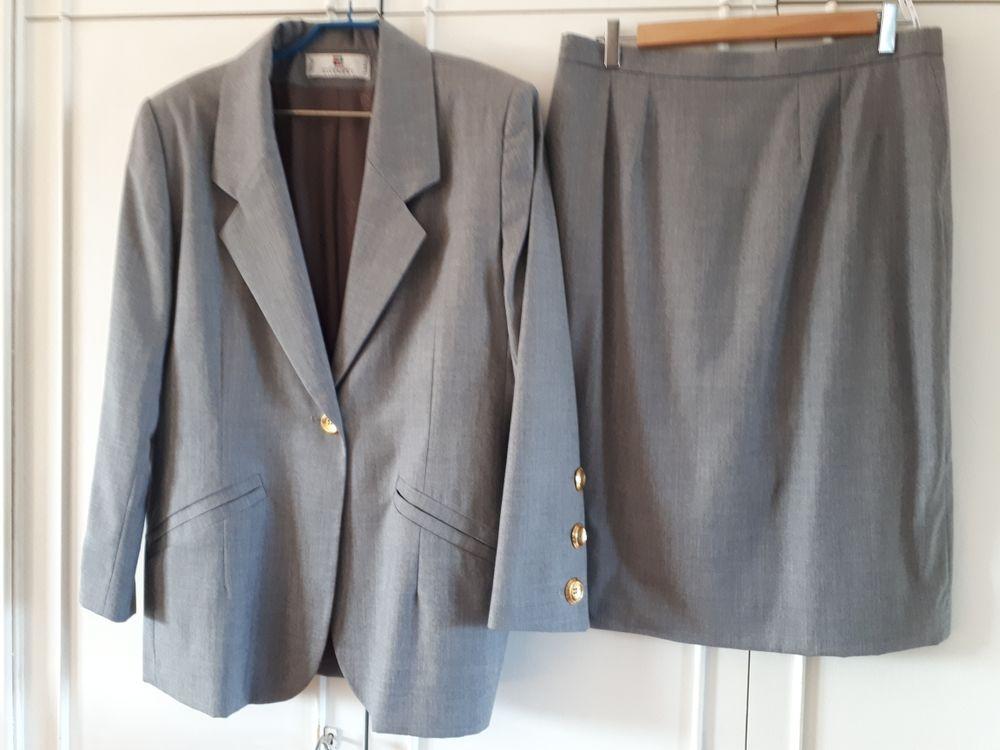 Tailleur gris BOUTIQUES GIVENCHY AUTHENTIQUE - 42 - EXCELLENT ÉTAT Vêtements