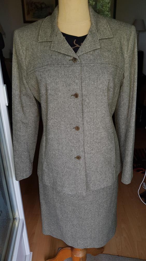 Tailleur jupe Camaïeu laine et acrylique (40/42) 24 Triel-sur-Seine (78)