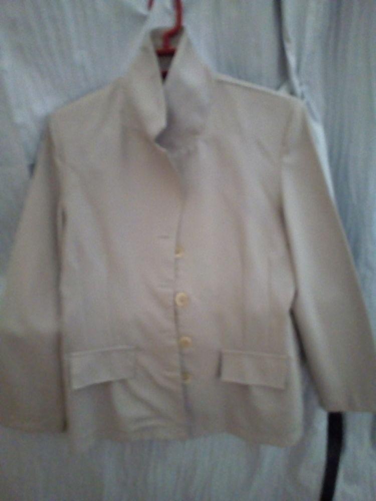 Tailleur jupe taille 38 couleur beige 10 Savigny-sur-Orge (91)