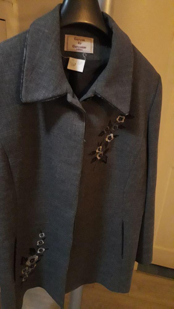 TAILLEUR JUPE TRES BONNE QUALITE Vêtements